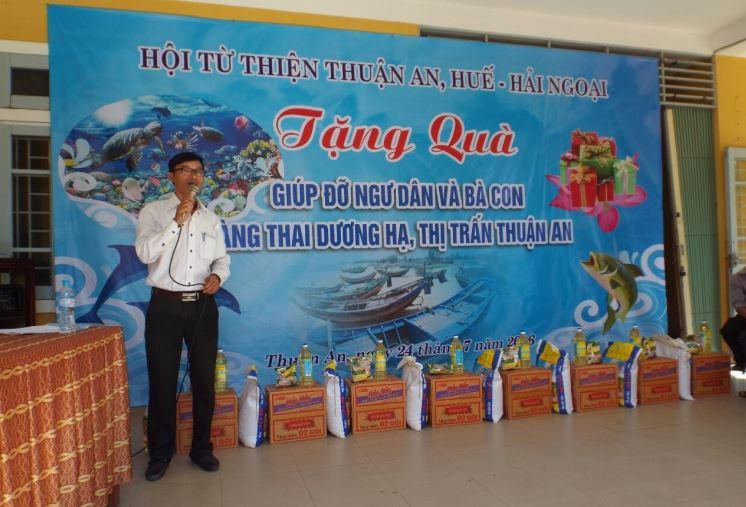 Thành viên hội MC Đào Duy Quân giới thiệu khai mạc buổi lể