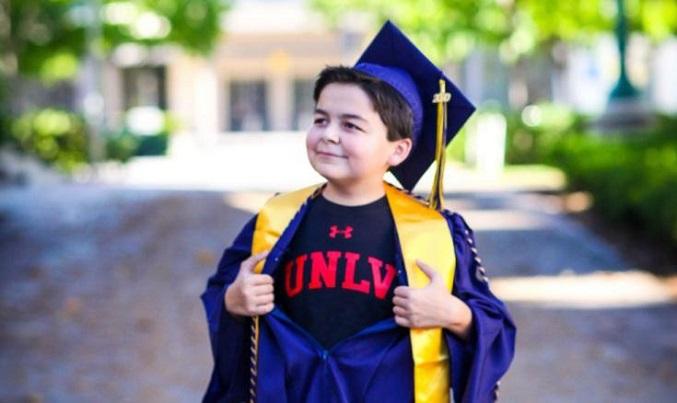 Nam sinh 13 tuổi nhận bốn bằng cao đẳng